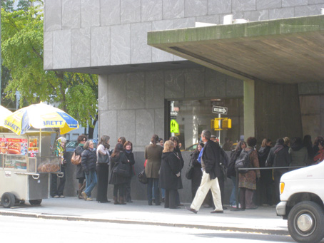 Crowd waiting for Whitney Museum to open on November 6, 2009